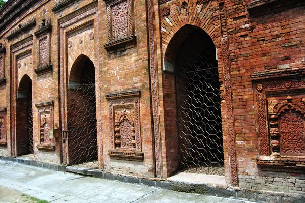 Entrance Kania Dighi Masjid