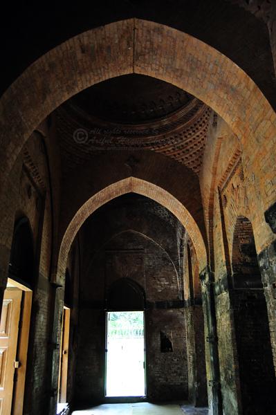 Inside of Kania Dighi Masjid