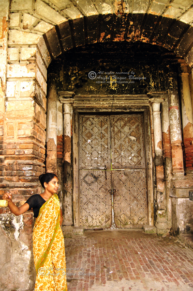 Gate of Pancharatna Gobinda Temple