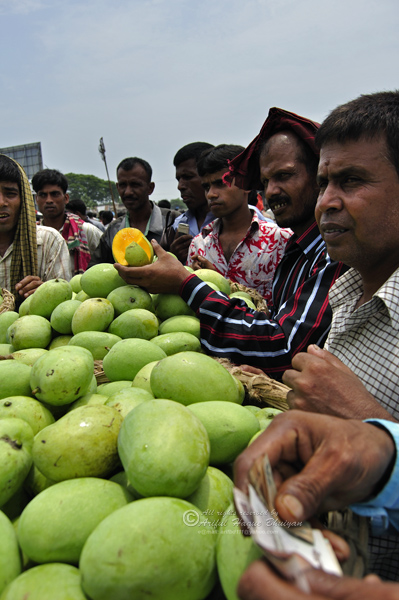 People purchasing mango